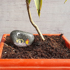 Night House Singari, Pebble Art Handcrafted Garden and Room Décor for Home by NationBloom